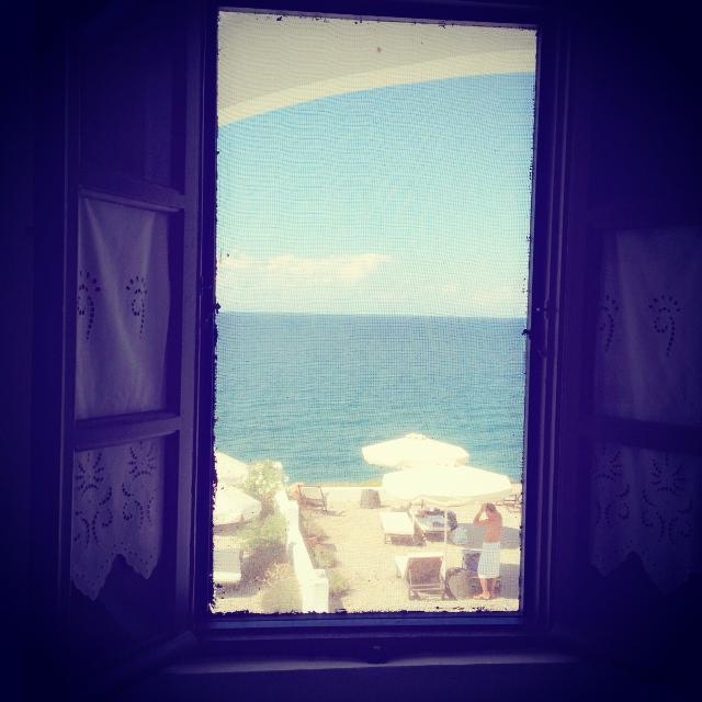 Una finestra su Santorini!